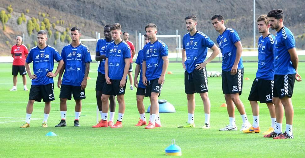 Diez jugadores iniciaron las sesiones de entrenamiento en El Mundialito: Nahuel (i), Nano, Younousse, Cristo González, Jairo, Omar, Ángel Galván, Abel, Rivero y Roberto (d) / SERGIO MÉNDEZ