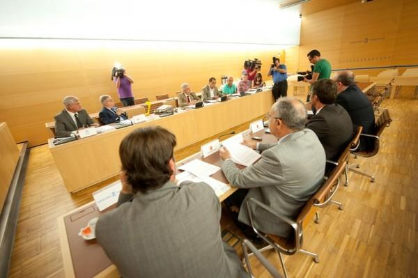 Reunión de los presidentes de los cabildos, antes de las elecciones del 24 de mayo. / FRAN PALLERO