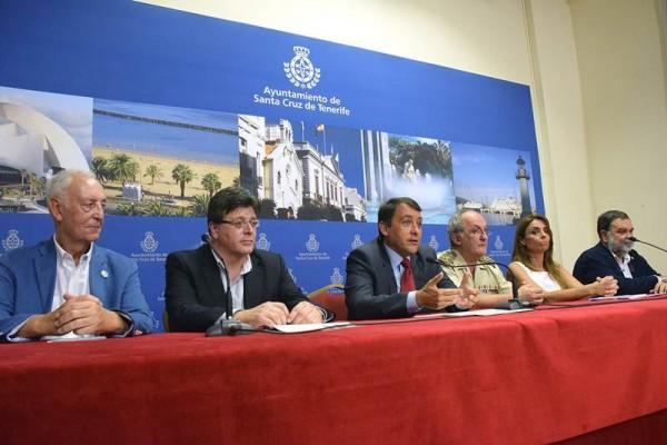 Las autoridades y colectivos participantes presentaron ayer el programa de actos de la efeméride. / S. MÉNDEZ