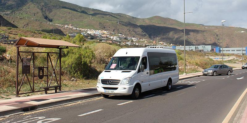 En la actualidad el servicio lo prestan dos taxis y microbuses de la empresa Transportes La Esperanza. / DA