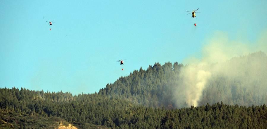 Tres de los helicópteros actuando en la zona. | da