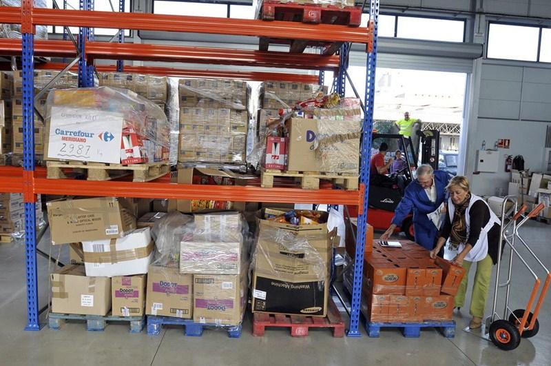 El Banco de Alimentos de Tenerife cuenta con una nave de almacenamiento en Mercatenerife. / SERGIO MÉNDEZ