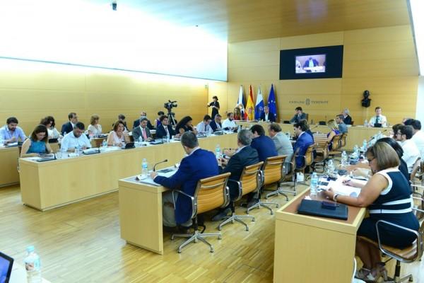 El equipo de gobierno está formado por el presidente, cinco vicepresidentes, once consejeros y 10 altos cargos. / SERGIO MÉNDEZ