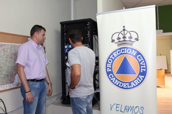 Carlos Sabina (izquierda) en la sede del Cecopal de Candelaria. / DA