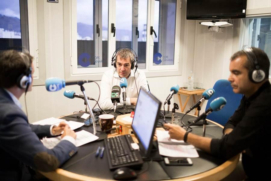 El presidente del Gobierno de Canarias, Fernando Clavijo, ayer en la Cope. | DA