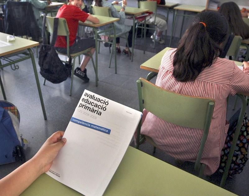 Muchos alumnos canarios podrían empezar el curso sin profesor. / DA