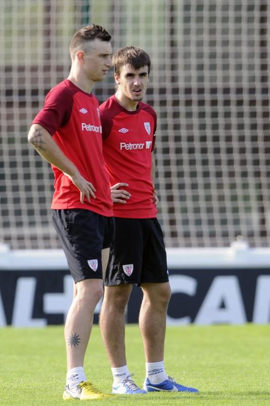 El futbolista, durante un entrenamiento con el conjunto vasco. | J.E.