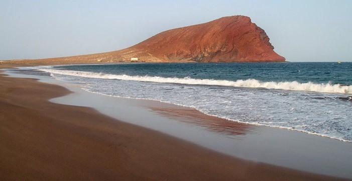 Convocan una manifestación en defensa de la playa de La Tejita