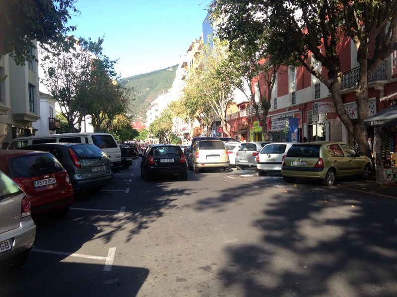 La avenida Emilio Luque es una de las arterias económicas y comerciales más importantes del municipio. / DA