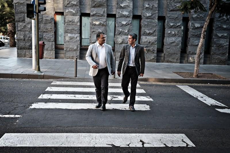 José Alberto Díaz (i) y Fernando Clavijo, ayer, tras la reunión mantenida en Presidencia del Gobierno. / DA