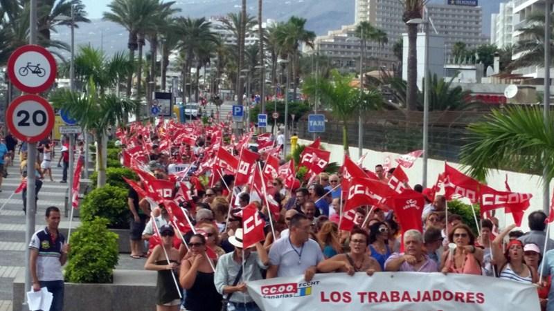 Imagen de la manifestación de ayer en Playa de Las Américas. / DA