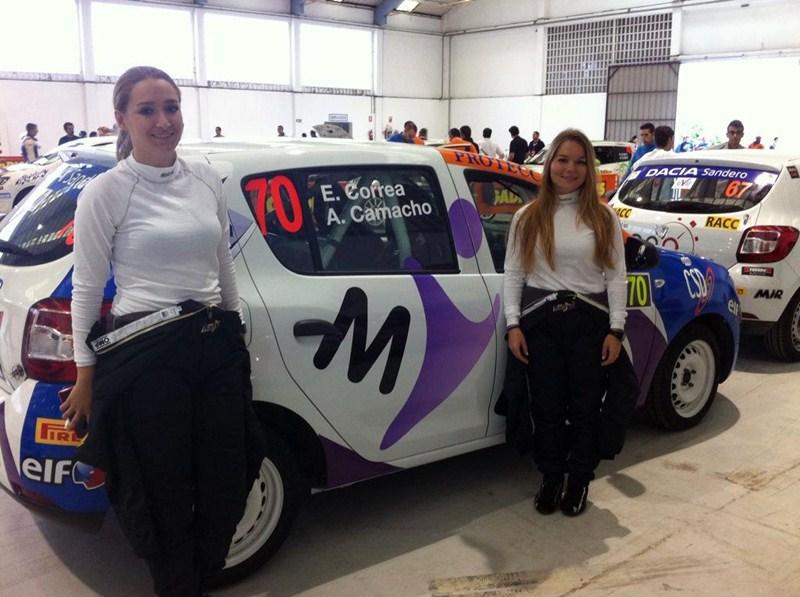 La tinerfeña Elba Correa (izquierda), junto a su copiloto Angélica Camacho, durante la prueba gallega. / DA