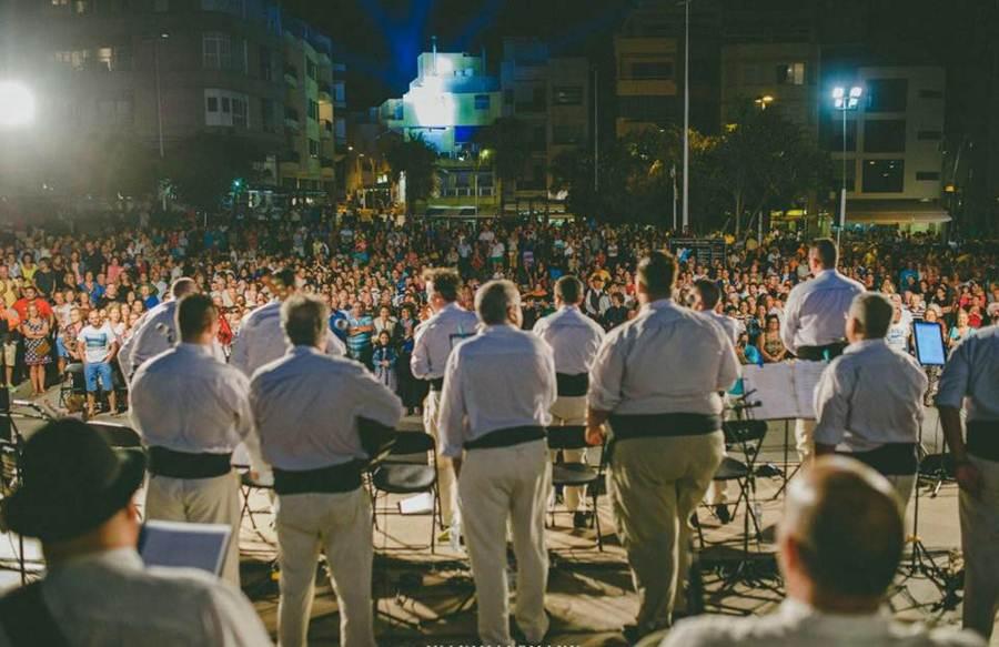 La actuación de la Parranda Chasnera fue uno de los conciertos con mayor presencia de público. | DA
