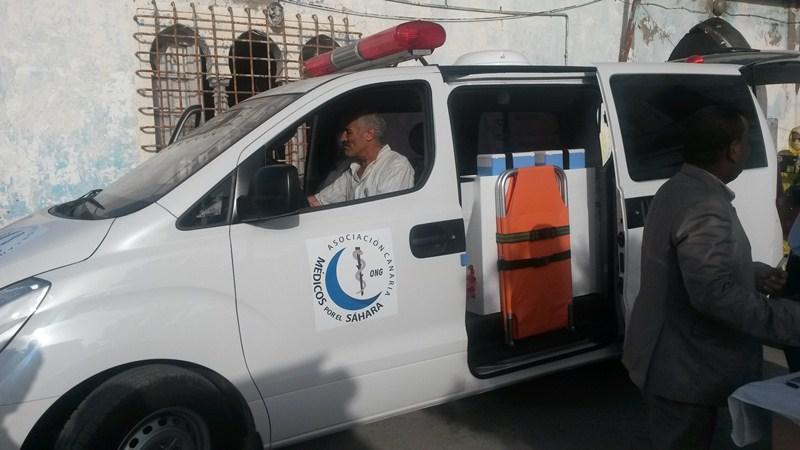 Uno de los primeros objetivos de la ONG canaria fue conseguir una ambulancia para trasladar pacientes. / DA