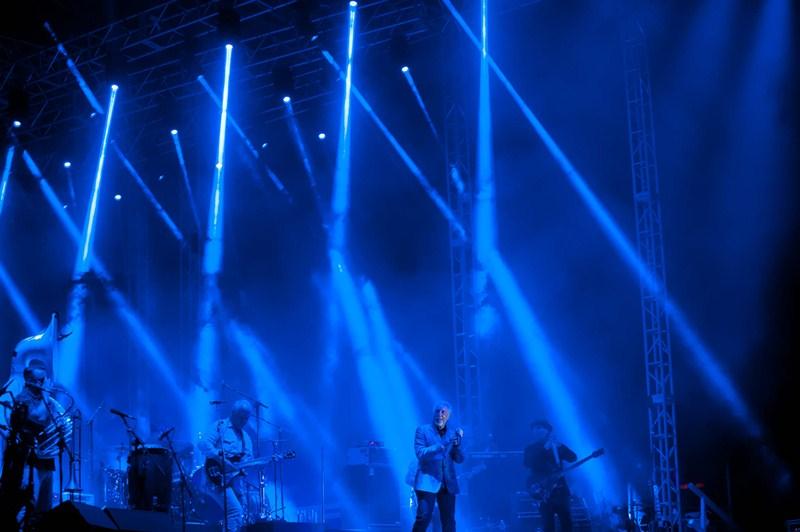 El cantante logró que el público se pusiera en pie a cantar y bailar en varios momentos del concierto. / F.P,