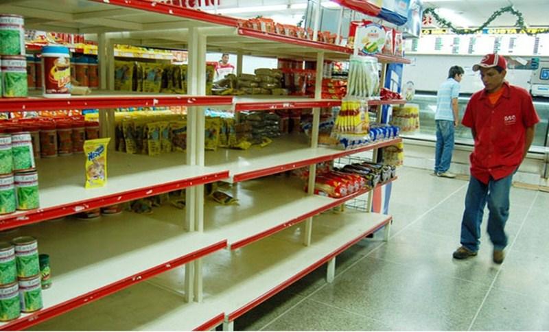 El desabastecimiento de los productos básicos de alimentación y de medicamentos agrava la situación de los más necesitados. / elvenezolanonews