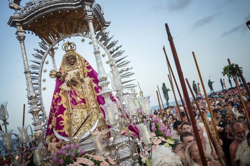 El tiempo acompañó durante la ceremonia que representa la aparición de la Morenita a los guanches. / ANDRÉS GUTIÉRREZ