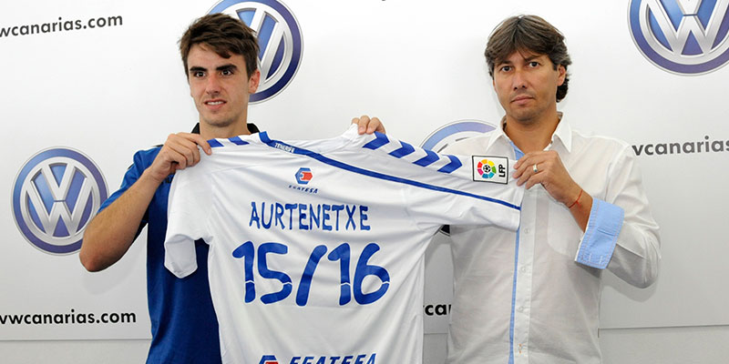 Aurtenetxe y Serrano, en el acto de presentación del jugador vasco. / FRAN PALLERO