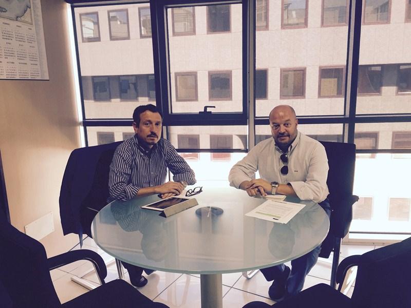 Morales y Flores, durante la reunión. / DA