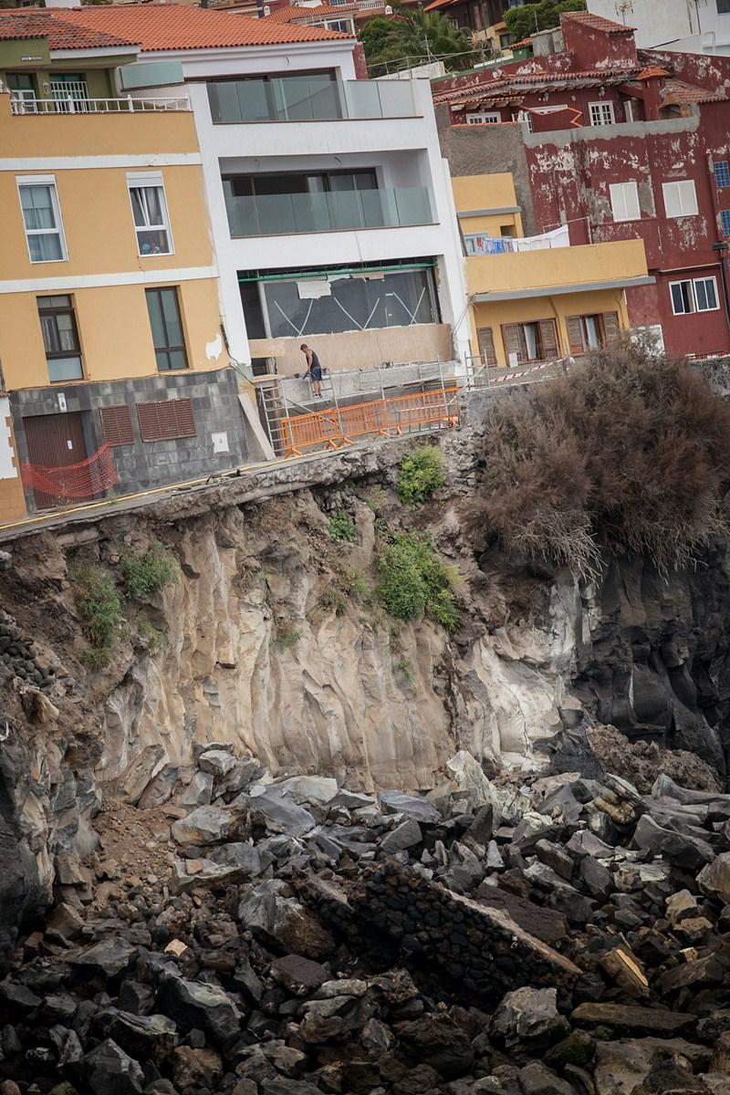 La cueva detectada en la calle Tegueste originó un derrumbe. / A. G.