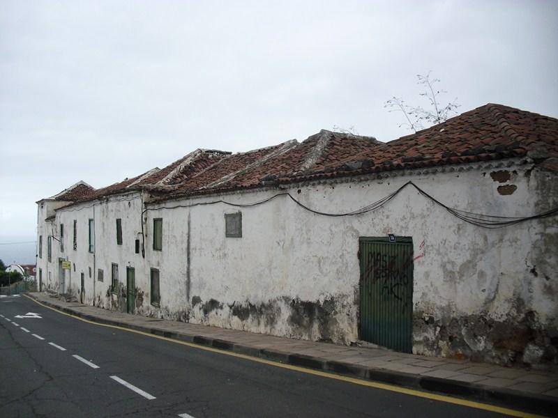 La formación de izquierdas considera que la edificación supone un peligro para los viandantes. / DA
