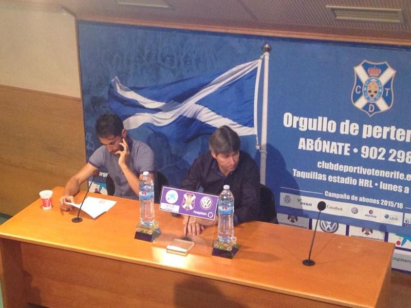 Moyano (i) durante la rueda de prensa. / J.A.F.