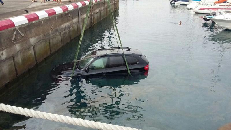 coche hundido