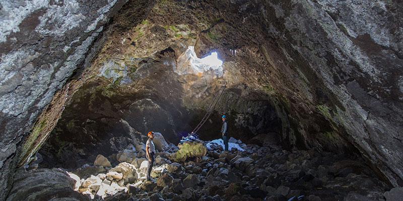 La Cueva del Hielo se ubica en el entorno del refugio de Altavista, en el Teide. / DA