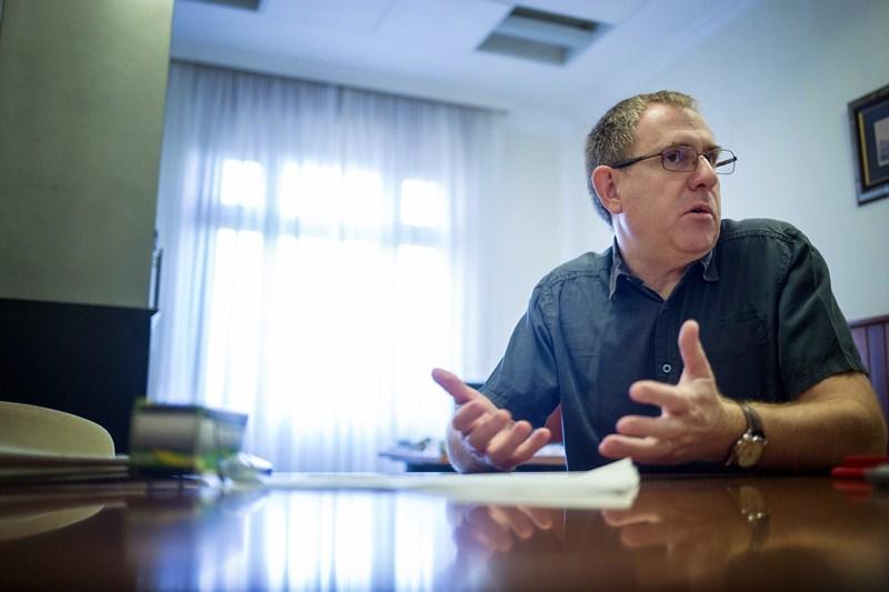 Fernando Fabaté, portavoz de Podemos en el Cabildo de Tenerife. / ANDRÉS GUTIÉRREZ