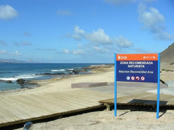 Sólo 4 de los 88 municipios de Canarias prohíben expresamente el nudismo en sus playas. / EP