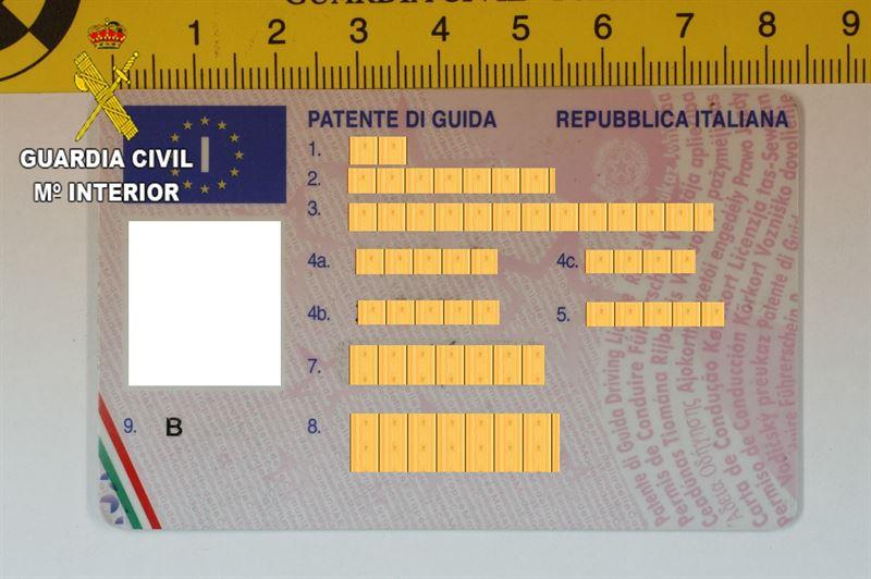 Carnet de conducir falso. / CEDIDA