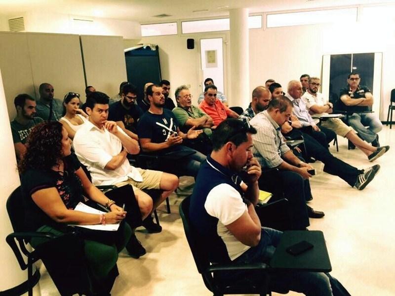 Los representantes de los equipos, durante la reunión celebrada en Las Palmas. / DA
