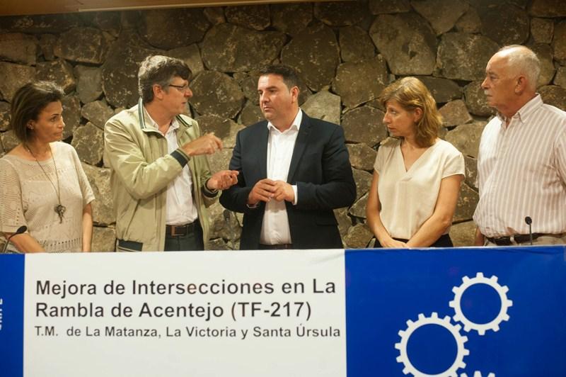 Responsables locales e insulares presentaron ayer los trabajos en la Casa de la Castaña. / FRAN PALLERO