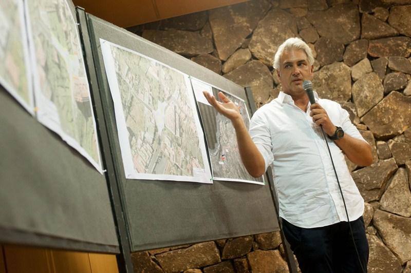 Un técnico del Cabildo explicó los pormenores del proyecto. / FRAN PALLERO