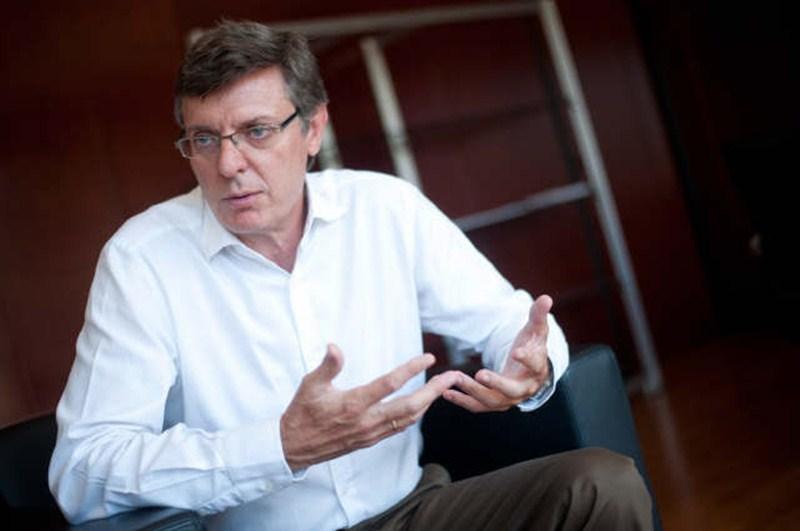 Becerra valora el consenso alcanzado con los alcaldes para potenciar el transporte público. / DA