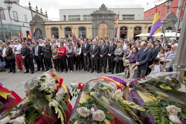 En municipios canarios como Arucas se homenajea cada año a los represaliados durante la Guerra Civil. / DA