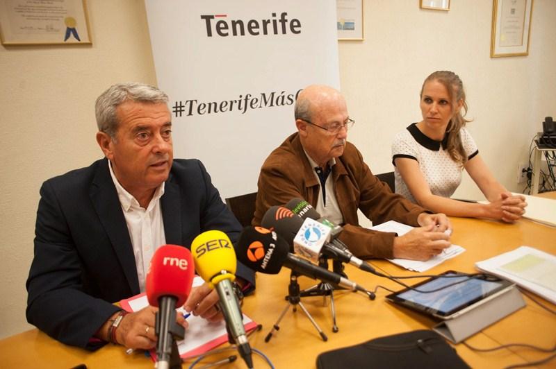 Aurelio Abreu, José Segura y Vanesa Rodríguez, en la rueda de prensa ofrecida ayer. / FRAN PALLERO