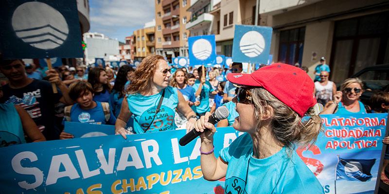 La plataforma leyó un manifiesto al término de la marcha. / A. G.