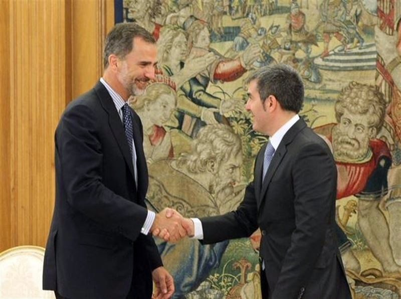 Fernando Clavijo, con  Felipe VI. / Arturo Rodríguez-La Zarzuela