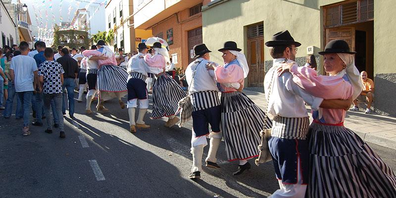 Bailes y carretas dieron vistosidad al encuentro festivo. / DA