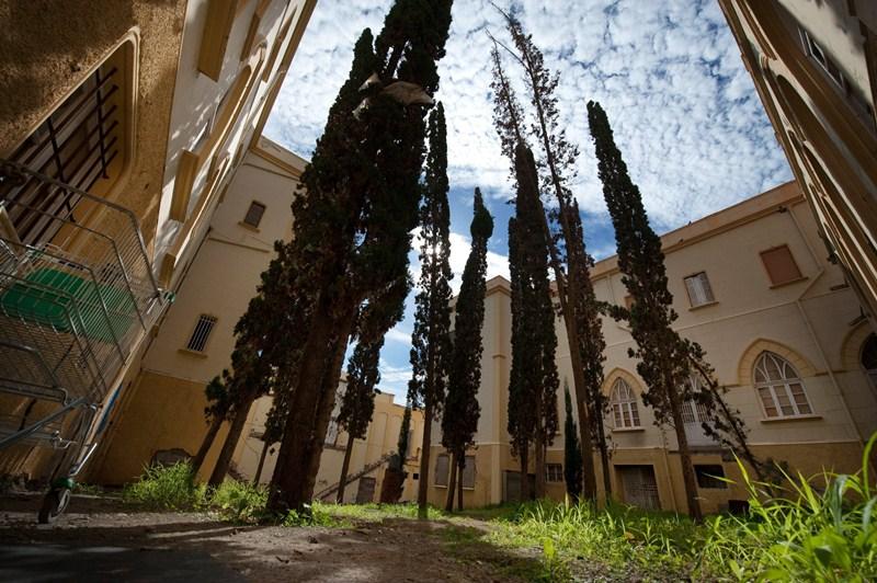 El antiguo convento y colegio de las Asuncionistas se encuentra en estado de abandono a la espera de la tan ansiada recuperación. / FRAN PALLERO