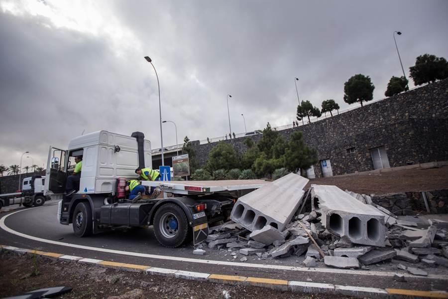 Imagen del accidente del camión en guajara. | ANDRÉS GUTIÉRREZ