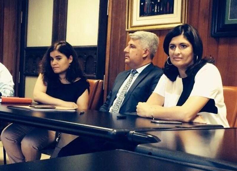 José Juan Lemes, en el centro, junto a las alcaldesas de Candelaria y Güímar. / DA