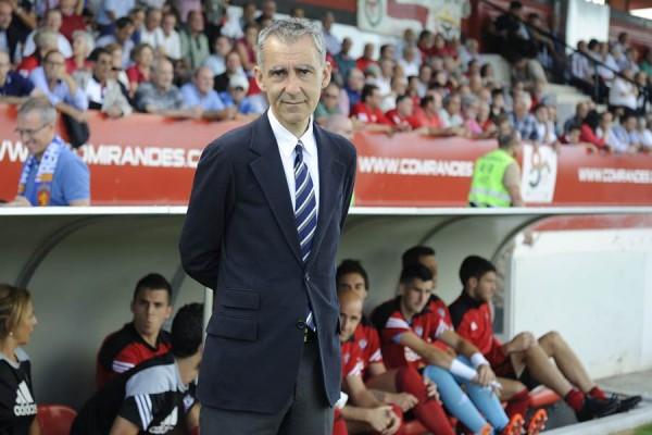 Terrazas, durante el duelo de su equipo con el Zaragoza, en Anduva. | LINO GONZÁLEZ League Adelante match played between Mirandés and Zaragoza.