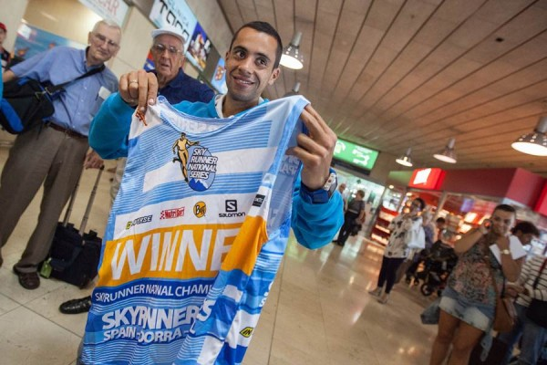 Cristofer Clemente a su llegada al aeropuerto Tenerife Norte.   ANDRÉS GUTIÉRREZ