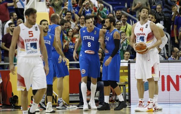 Los jugadores españoles, impotente ante el acierto de Italia  JA