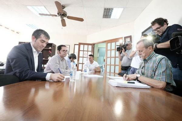 Fernando Clavijo, durante la visita que realizó en julio a los sindicatos CC.OO. y UGT. | DA