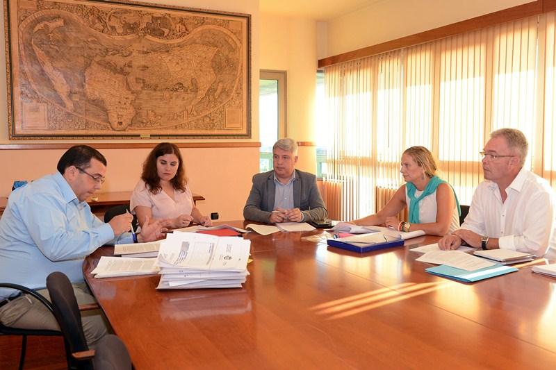 La reunión se celebró ayer en Candelaria sin ninguna representación del Ayuntamiento de Güímar. / S. MÉNDEZ