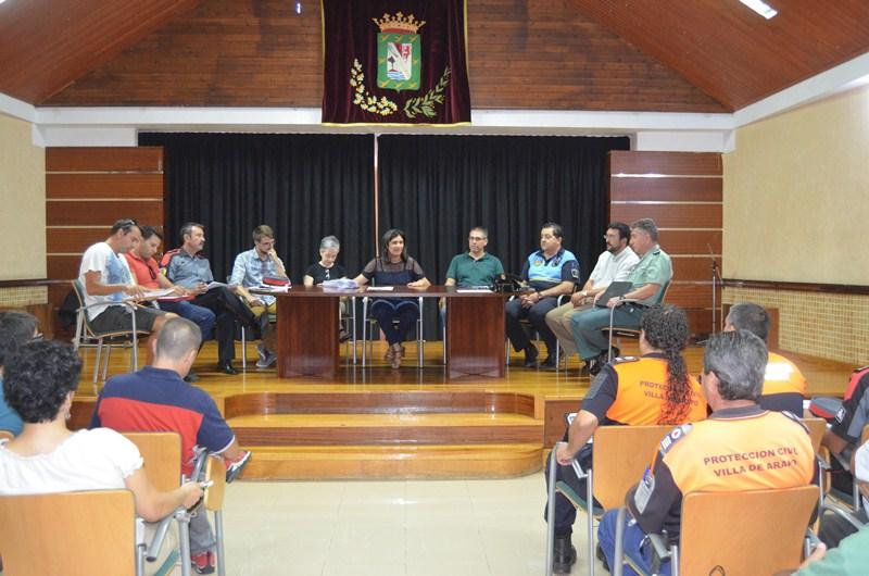 Representantes municipales y miembros de cuerpos de seguridad, durante la presentación. / DA