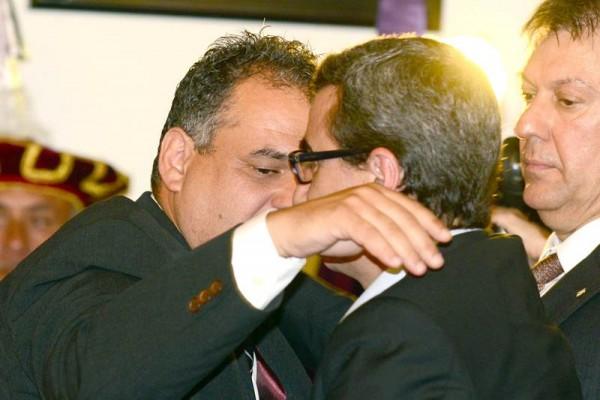 José Alberto Díaz y Javier Abreu, durante la sesión de investidura. / S. M.